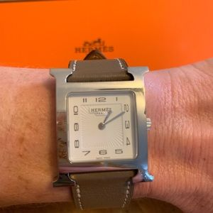 Hermès HH1 510 Heure H Gray Leather Strap Watch